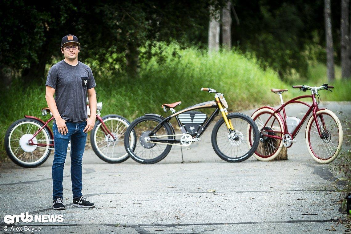 Andrew Davidge, der Gründer von Vintage Electric Bicycles, mit einigen seiner Kreationen.
