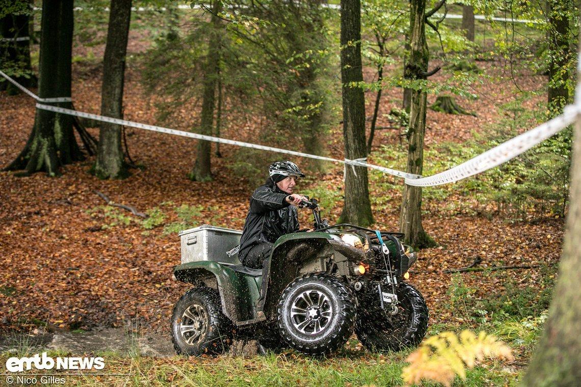 Sven Schreiber checkte auch während des Rennens die Stages und war permanent im Einsatz