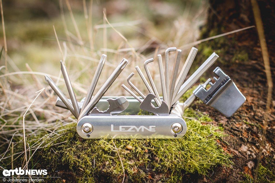 Aufgeklappt – das Lezyne enthält jede Menge an Extra-Inbusschlüsseln