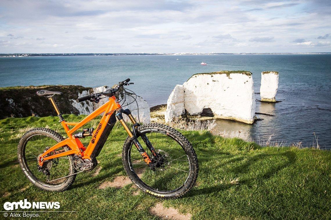 Das Orange Alpine 6 E wird in Großbritannien, in Halifax, gebaut.