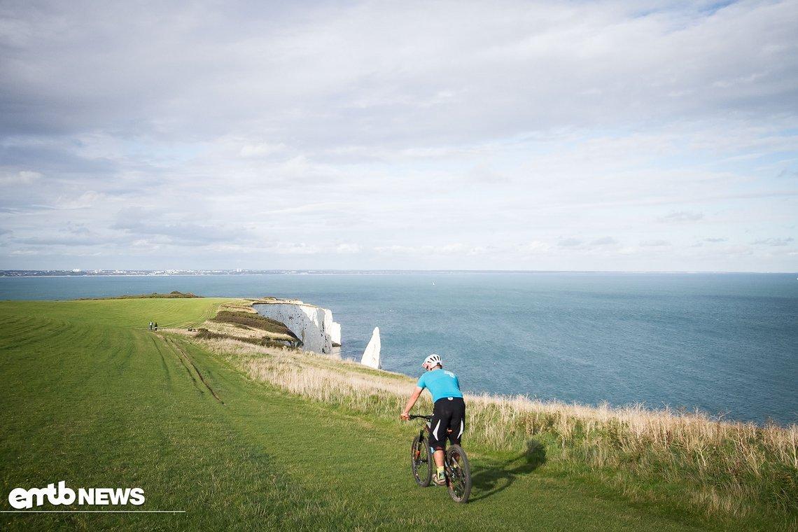 Bevor wir die Formula Cura-E in diversen Bikeparks und langen Abfahrten Großbritanniens testen können, müssen wir sie einbremsen.