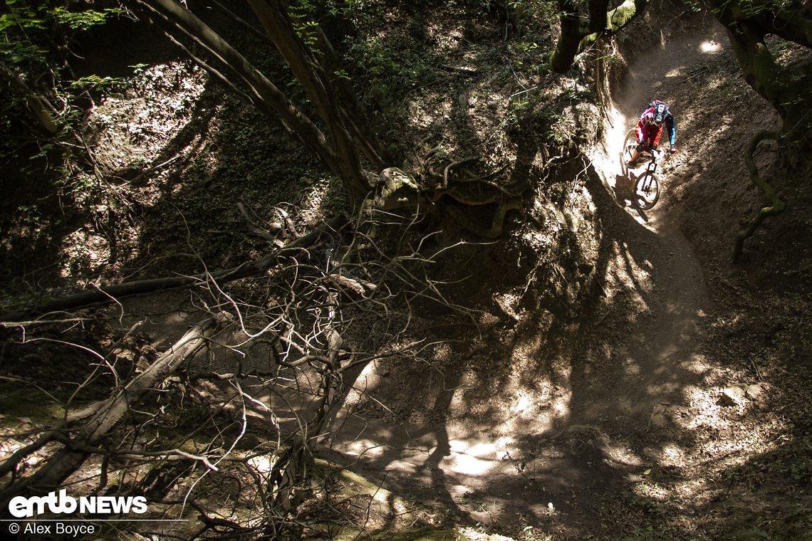 Die Downhill-Sektion des Canyons. Endlose Kurven testeten, wie gut die Fahrer ihre Maschinen reinlegen können.
