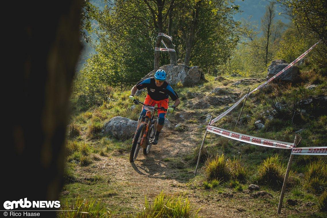 Claus Wachsmann begleitet seine Athleten gern auf dem E-Bike