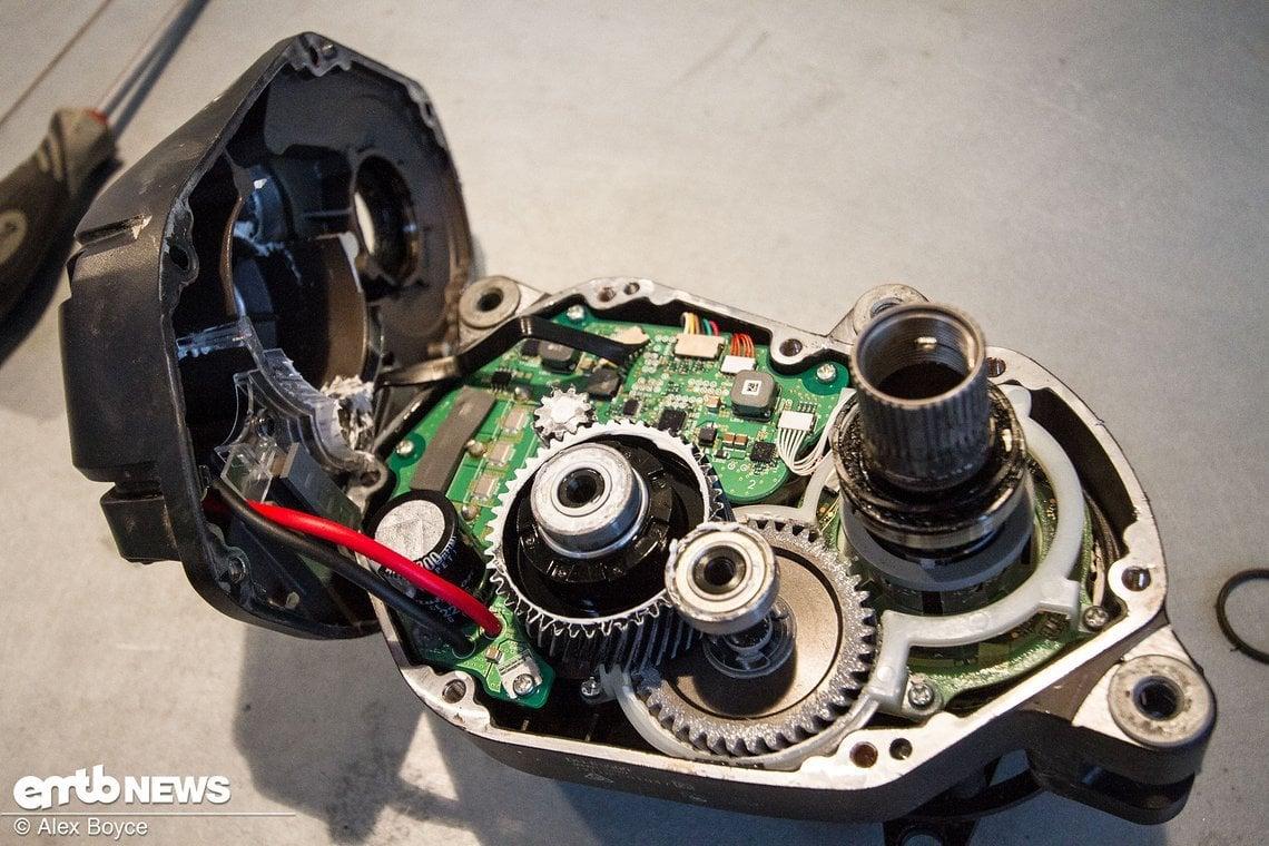 Shimano Steps E8000 Motor mit aufgeklappter Abdeckung