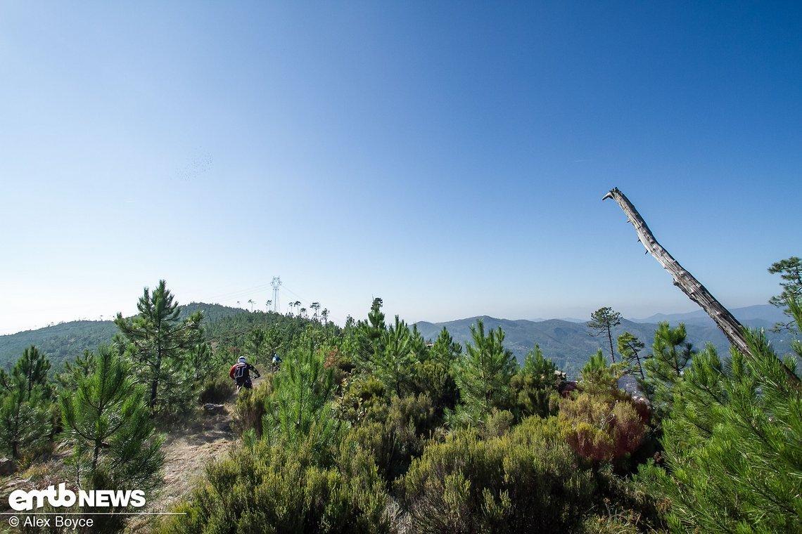 Stage 2 folgt auf 1300 Metern Höhe dem Verlauf des Hangs.