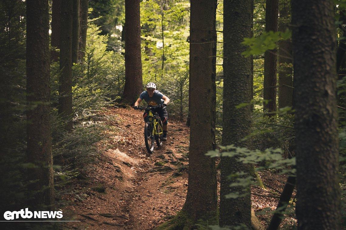 Durch das hohe Gewicht ist es in Downhills sehr stabil.