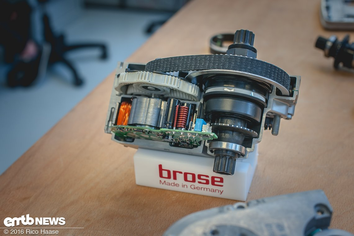 Ein Blick von oben zeigt die kompakte Bauweise des Motors