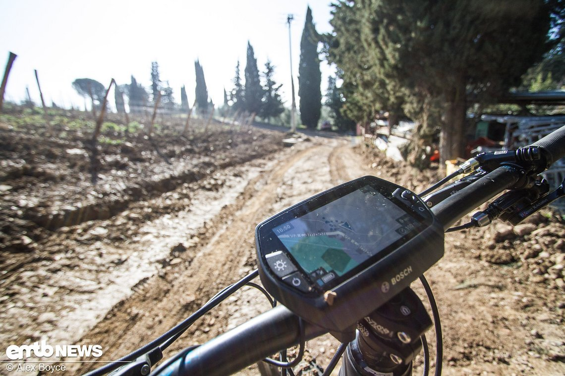 Das GPS zeigt dem Fahrer seine genaue Position an.