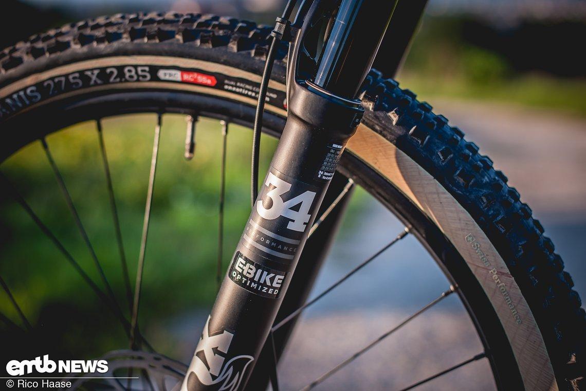 Die Fox 34 in der E-Bike-Optimized Variante steht hoch im Federweg und arbeitet sehr feinfühlig