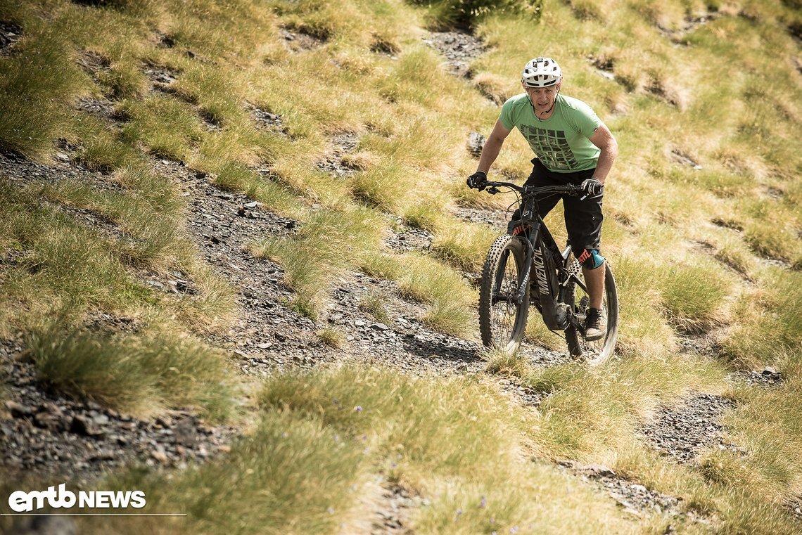 """Uphill hat der Fahrer viel """"Platz"""" auf dem Bike und ist flexibel in seinen Positionen"""