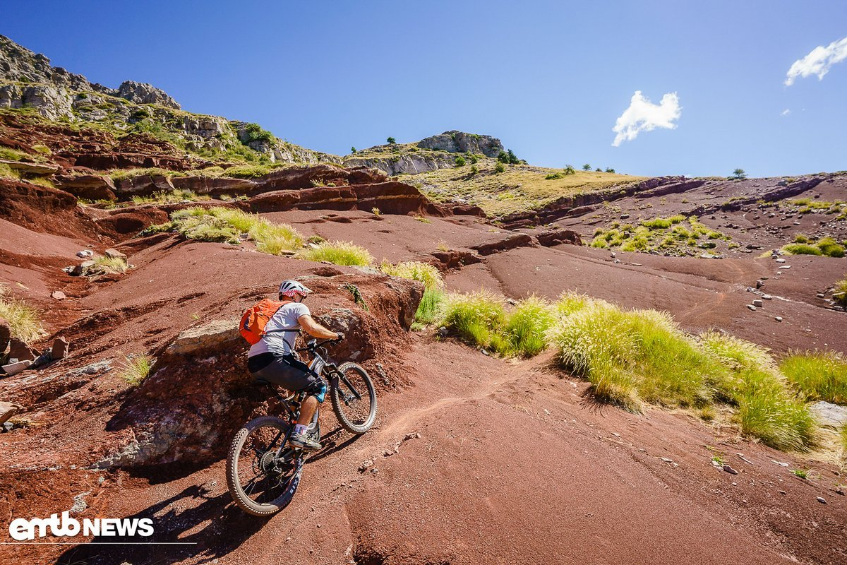 Guter Grip und ein langes Bike, stabil auf steilen Anstiegen.