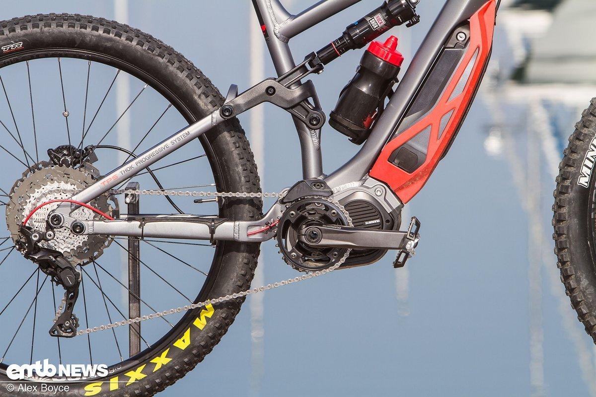 Das Rad setzt auf einen Shimano Steps E800-Motor mit 450 mm langen Kettenstreben.