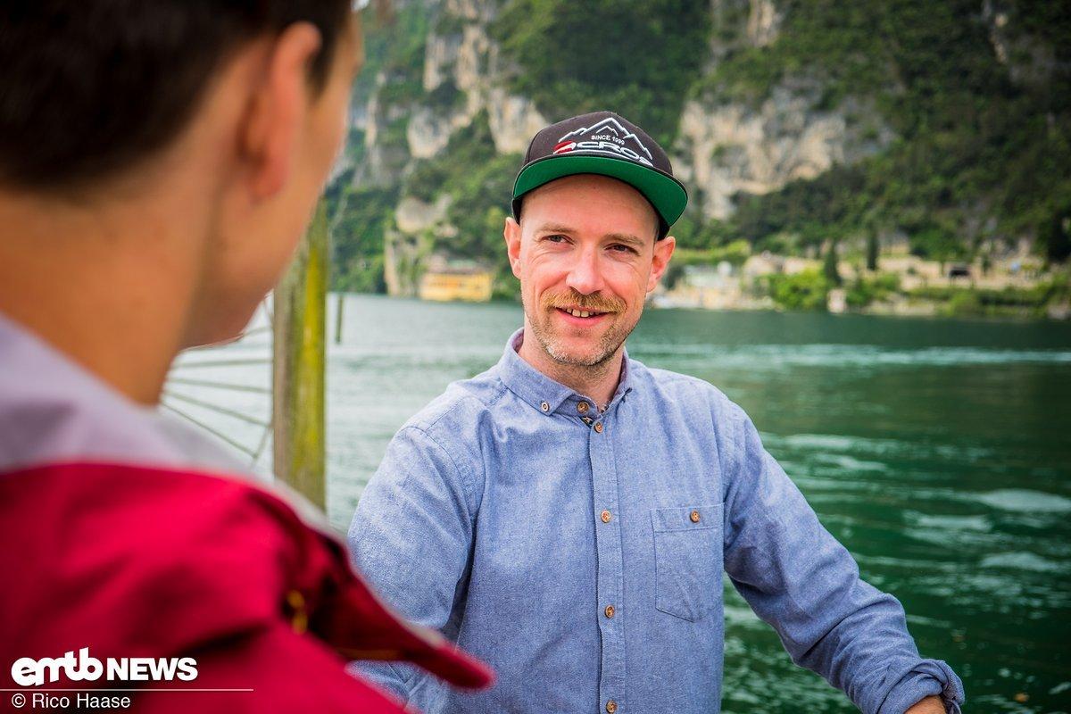 Fabian erzählt uns von Enduro-Rennen, eBiken, seinem eMTB und verrät uns, wo es in Riva das leckerste Eis gibt