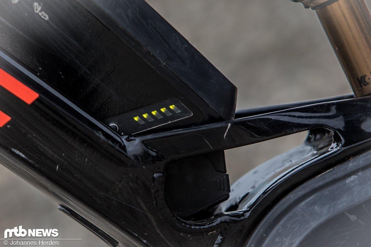 Die Batterie hat LEDs, die den Ladestand anzeigen
