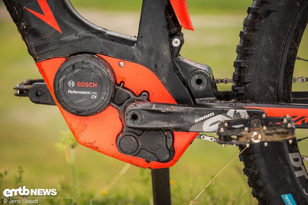 Dank der Motorabdeckung in KTM-Rot ist das Bike direkt als KTM zu erkennen