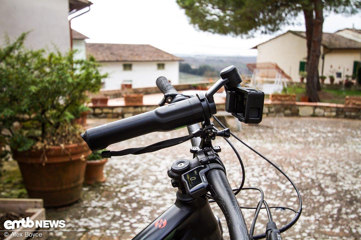 Den GoPro Karma Grip auf dem Lenker zu montieren, ist zwar möglich