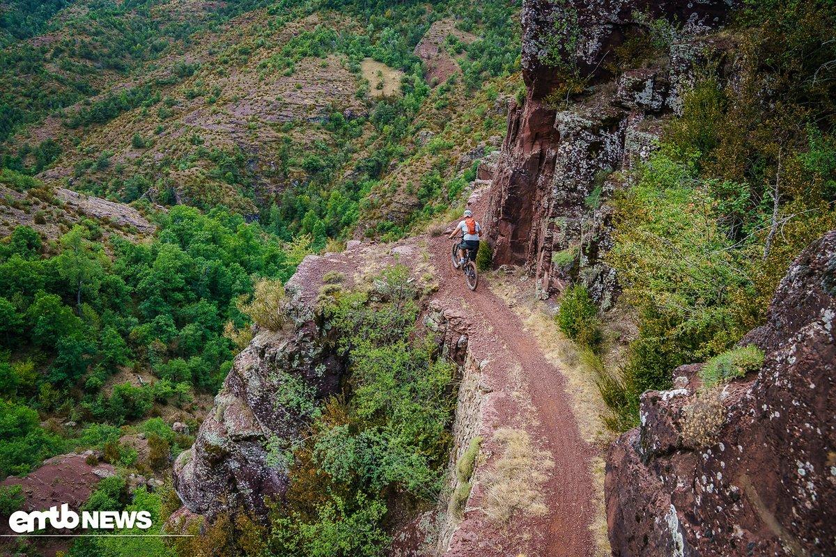 Offene Trails und lange Touren sind nicht der beste Einsatzbereich für das Bike, dafür eignet sich das 29er besser.