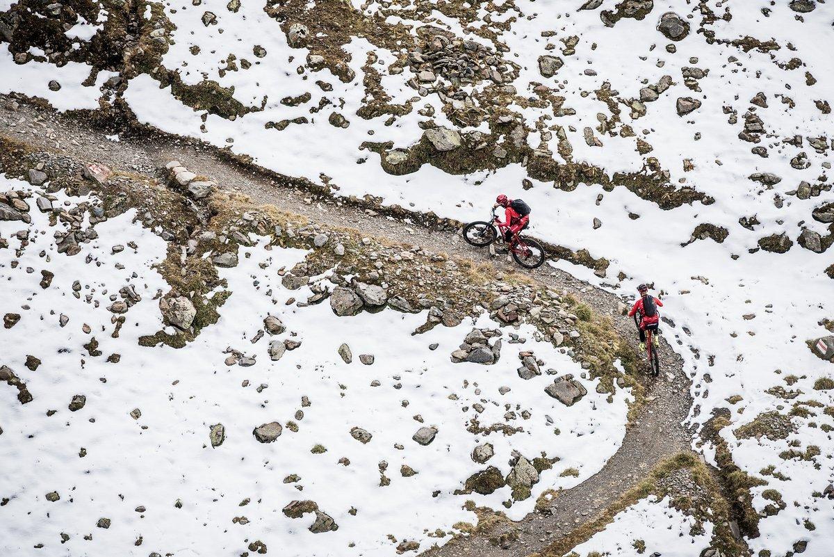 Der Trail Scalettapass schlängelt sich durch den Schnee