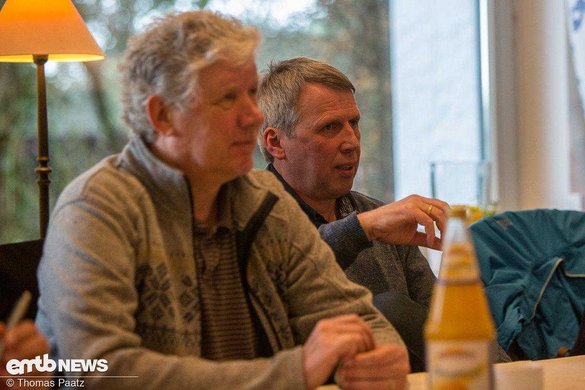 Ulrich Hanus (rechts im Bild) hat zum Thema E-Racing eine Menge zu sagen
