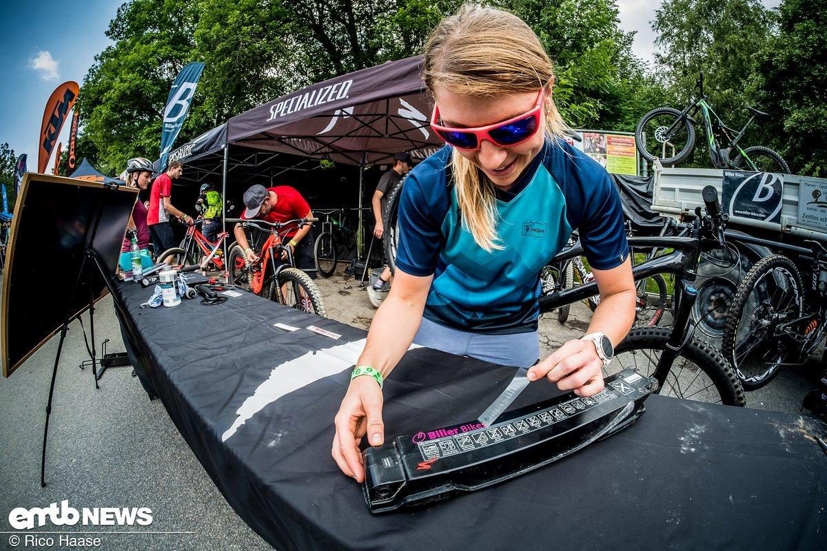 Bei Biller-Bikes werden die Akkus noch schnell gekennzeichnet