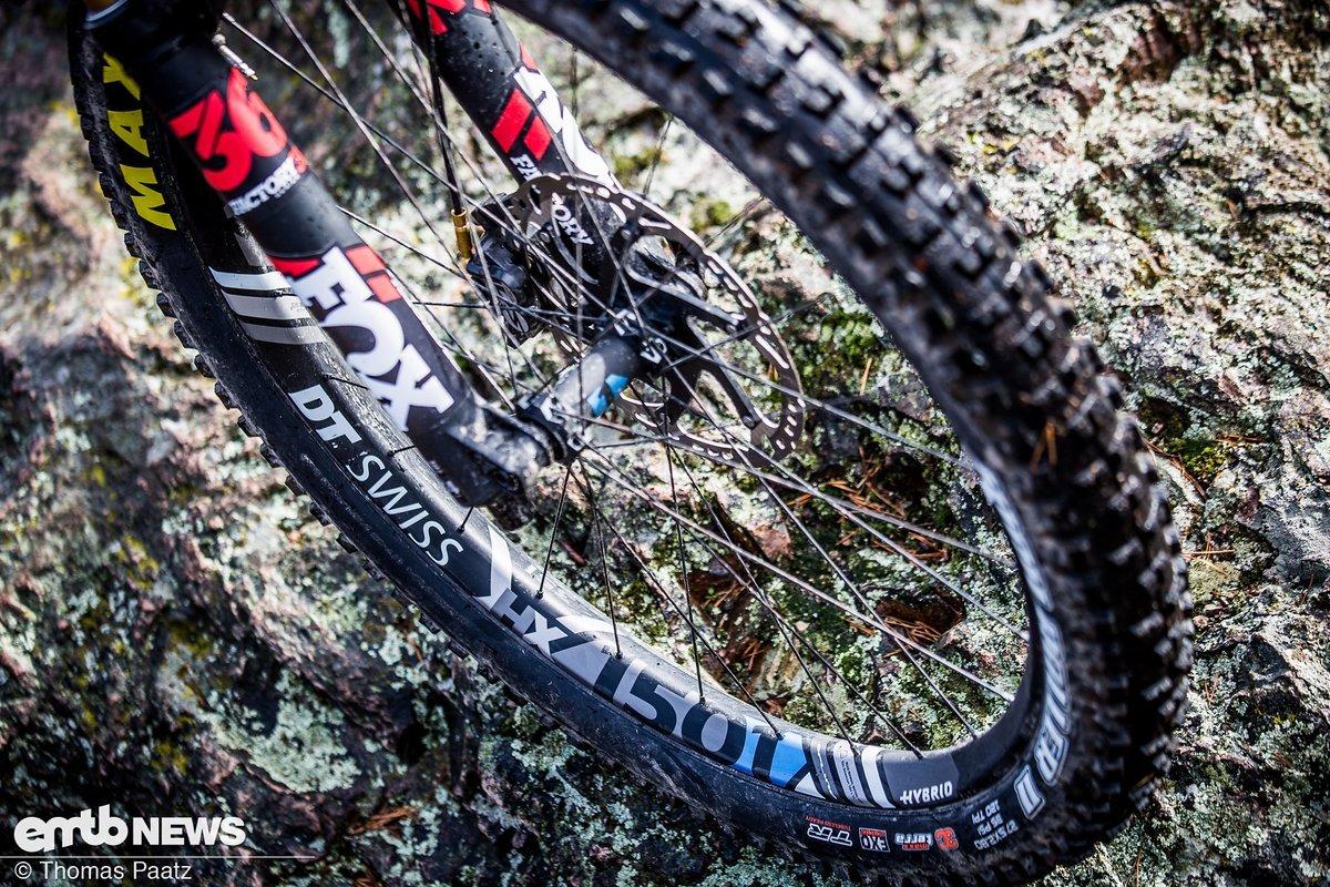Die DT Swiss XM1501 Spline One Laufräder sollen dank 35 mm Innenweite gut mit den Maxxis Highroller II Plus-Reifen harmonieren