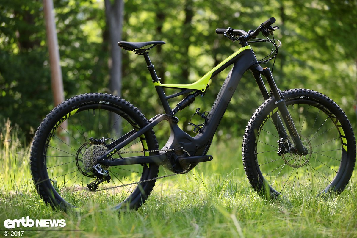 Sleek silhouette, more travel and motor updates on the new Specialized Turbo Levo Carbon. Prices start at 5.199 EUR