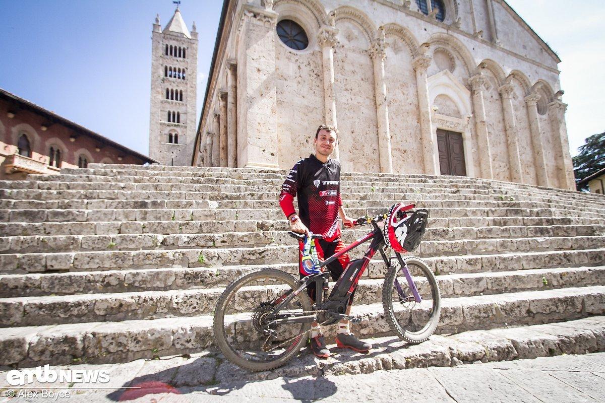 Vittorio Gambirasio mit seinem Trek E-Bike. Da er etwas schmalere Reifen aufgezogen hatte, unterstützte ihn sein Bike nur bis 23 km/h.