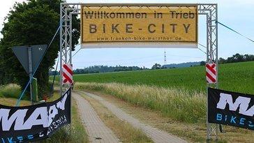 Einfahrt in die Runde der Bike-City