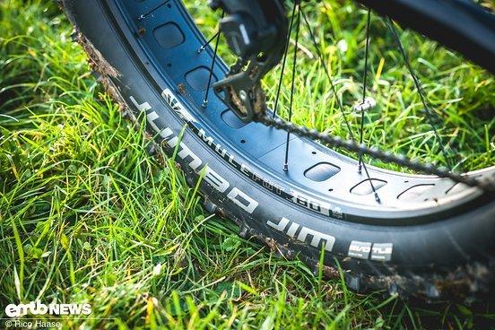 Breite Sun Ringlé-Felgen mit breiten Reifen