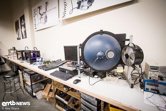 Diese extrem teure Maschine kann die Qualität eines Lichts testen.