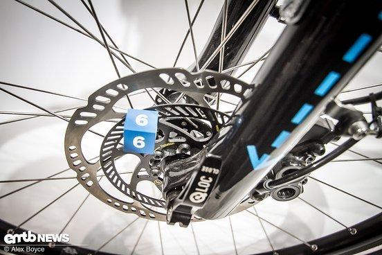 Diese doppelte Bremsscheibe wird benötigt, um die Raddrehzahl für das ABS zu messen.