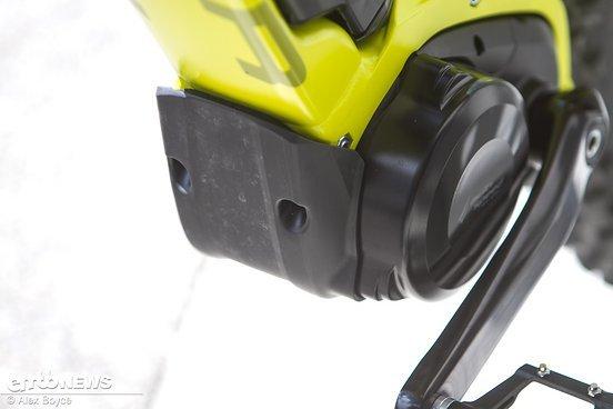 Eine Abdeckung schützt den Panasonic-Motor gegen Beschädigungen von unten.