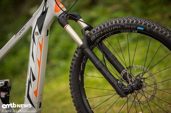Der blaue Hinweis verrät es: neue Addix-Reifen von Schwalbe befinden sich am Bike