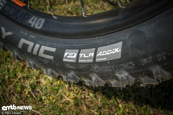 """Die 2,8"""" Schwalbe-Reifen kommen zwar in der neuen Addix-Mischung daher, sind uns allerdings trotzdem zu schwammig und unpräzise"""