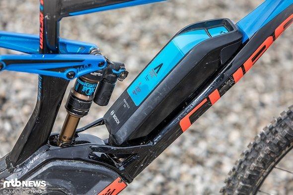 Die Batterie sitzt semi-integriert im Rahmen.