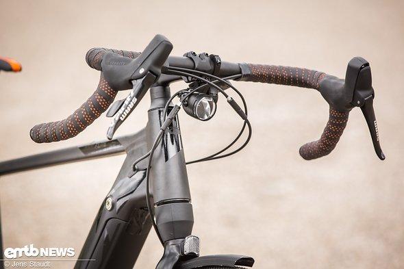 Wahlweise kommt das Rad auch mit Straßenausrüstung - wie auch dem Frontscheinwerfer
