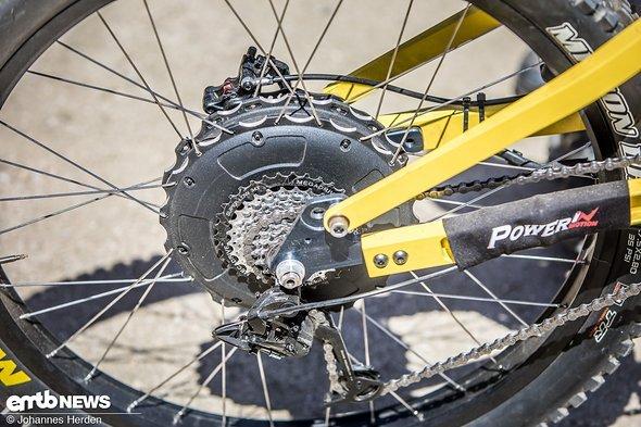 Der massive Nabenmotor bringt die Kraft auf das Hinterrad