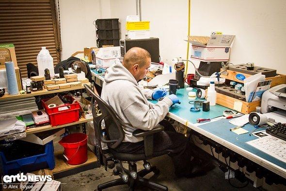 Reparaturen werden extrem schnell erledigt, da viele Profis auf ihre Lichter angewiesen sind.