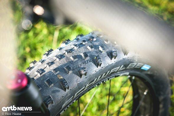 """Der Schwalbe Jumbo Jim-Reifen in 4"""" Breite verfügt über freistehende Stollen"""