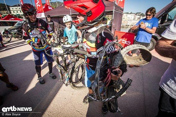 Die Gesamtführende der Frauenklasse, Giovanna Bonazzi, kam mit einem leicht beschädigten Vorderrad ins Ziel.