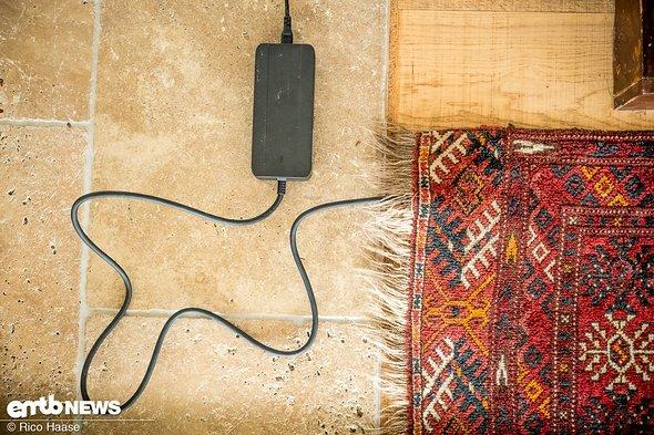 kabelloses aufladen mit dem etepp kein fliegender teppich aber ein ladeteppich f r den. Black Bedroom Furniture Sets. Home Design Ideas