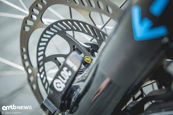 ... das ABS-System braucht eine zweite Scheibe zum erfassen der Raddrehzahl und zur Steuerung der Bremsleistung