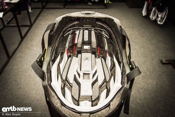 The retention system allows air flow and a stable helmet.