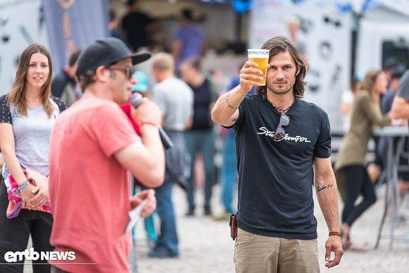 Und Cheers am Festival