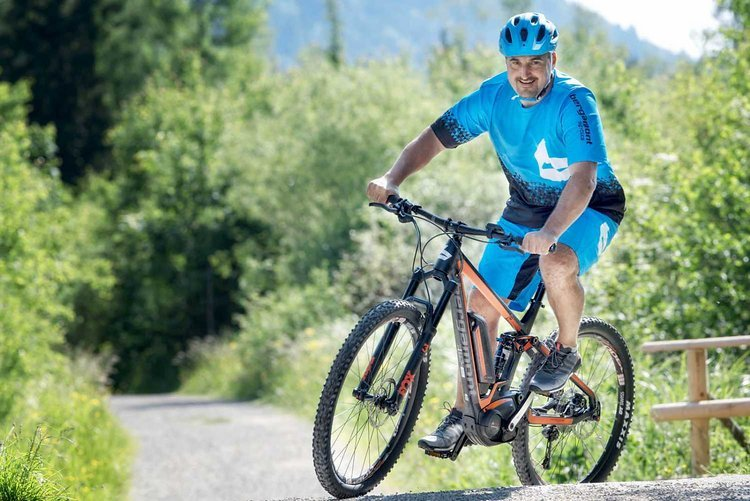 Mit seinem E-Bike von Bergamont hat Georg wieder richtig Spaß am Radeln.