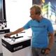 Harald Philipp demonstriert den SLX Frontscheinwerfer